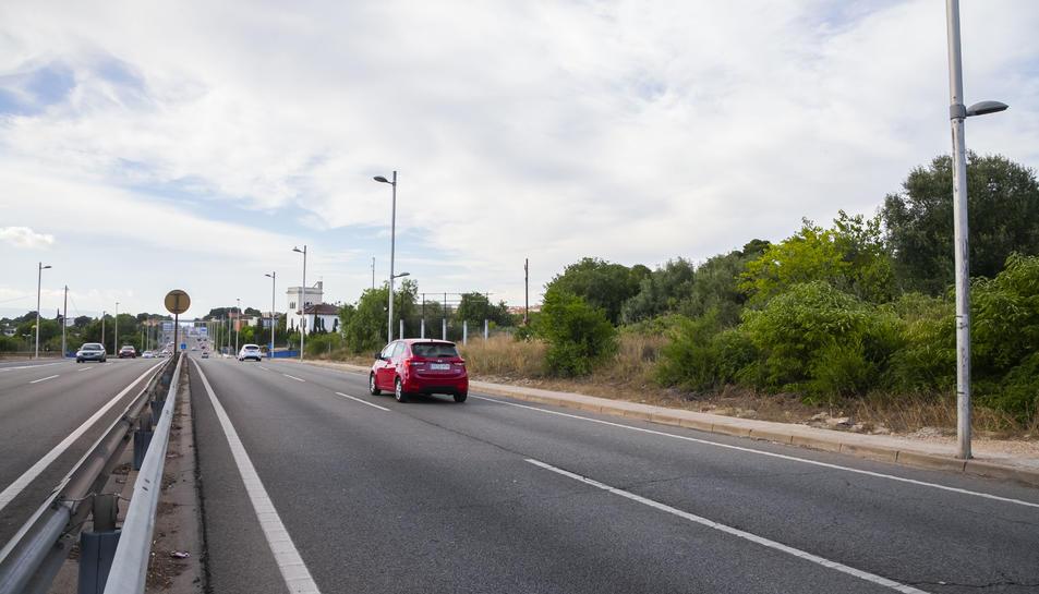 Part dels terrenys del PP1, a tocar de l'N-240, on s'ubicarà l'àrea de servei amb la gasolinera.