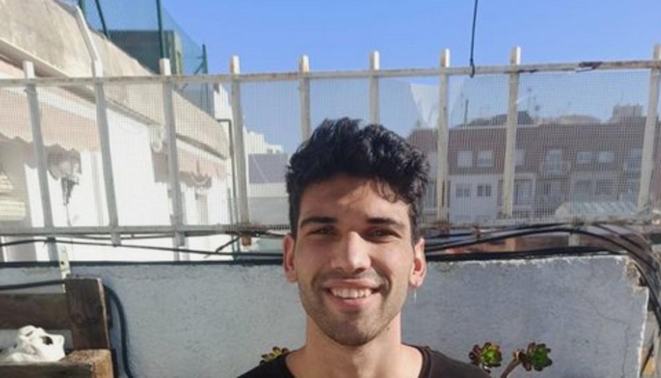 Dídac Gómez aporta la samarreta de Messi i una tona d'aliments.