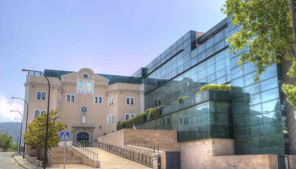 Imatge exterior de la residència Les Vinyes de Falset, ara intervinguda per la Generalitat.