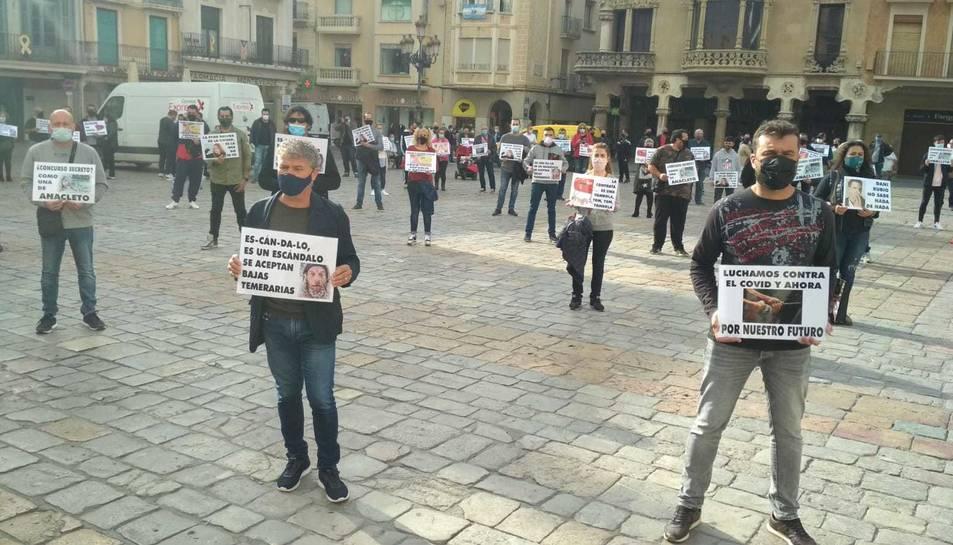 Protesta a la plaça Mercadal per part dels treballadros de la brossa.