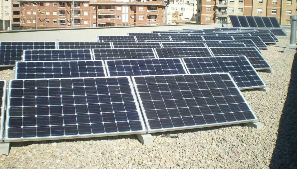 Instal·lació municipal de plaques fotovoltaiques.