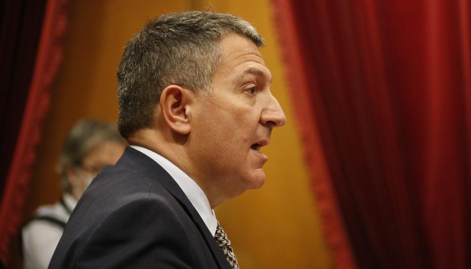 El conseller d'Interior, Miquel Sàmper, intervenint al ple del Parlament del 18 de novembre de 2020