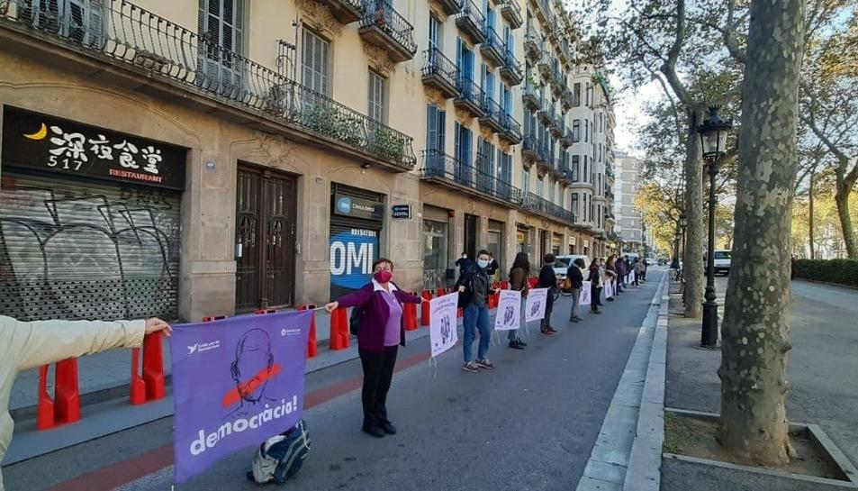 Imatge de la cadena humana vista aquest diumenge a Barcelona