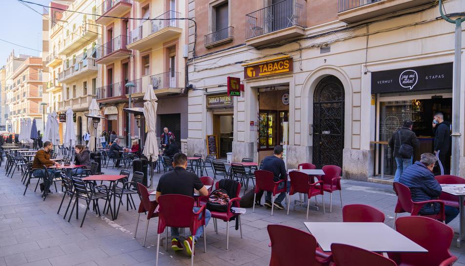 Aspecte que oferia el carrer Lleida a mig matí.
