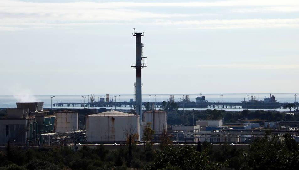 Zona de la petroquímica de Tarragona, propera a l'àrea afectada per l'explosió a la planta d'IQOXE.