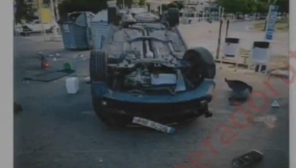 Una fotografia dels Mossos de l'Audi A3 bolcat que els cinc terroristes van utilitzar a Cambrils.