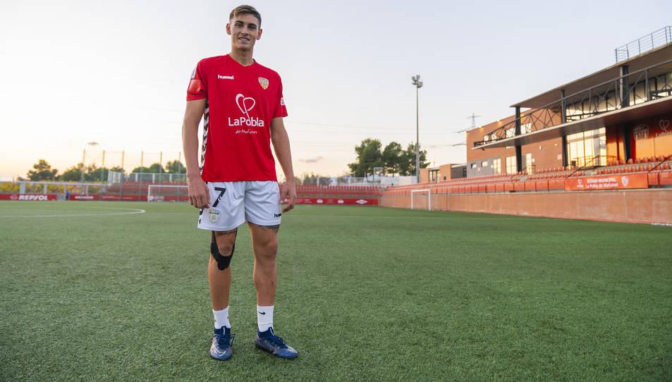 Guiu, a l'Estadi Municipal de la Pobla de Mafumet, on aquest any vol créixer com a futbolista abans de fer el pas definitiu al primer equip.