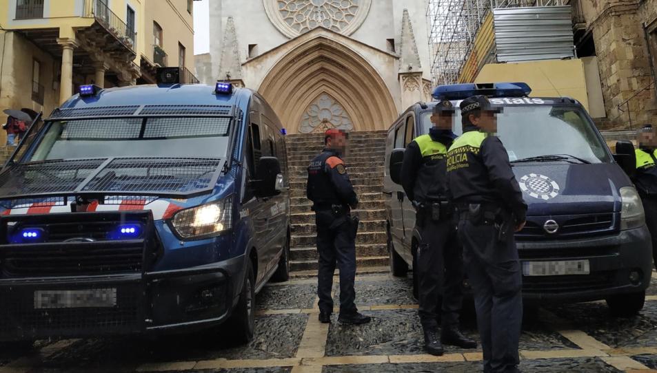 Mossos d'Esquadra i Guàrdia Urbana, durant un patrullatge a la Part Alta en el darrer últim any.