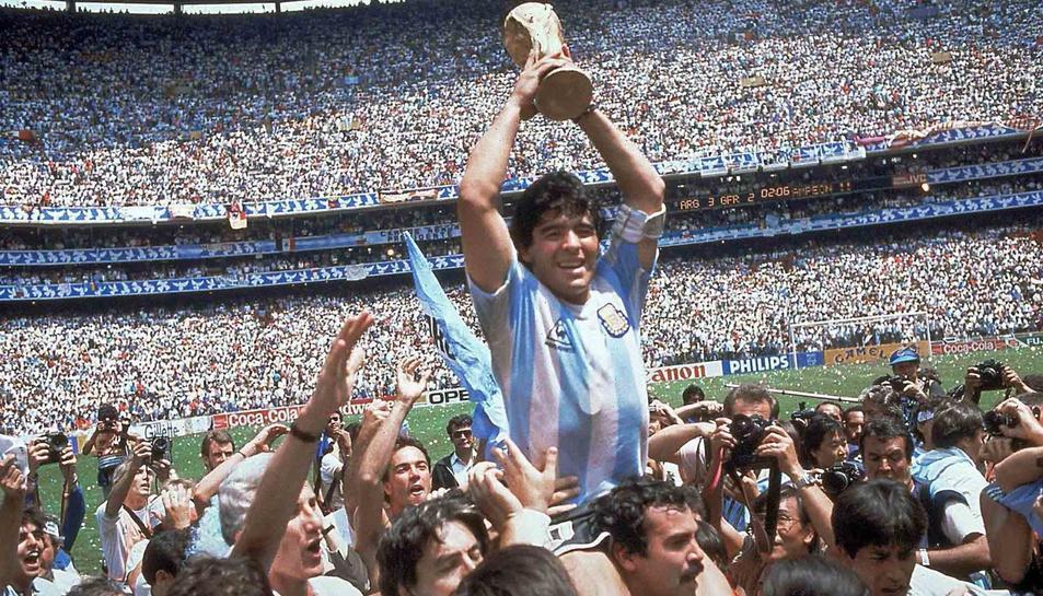 Maradona quan es va proclamar campió del món amb Argentina.