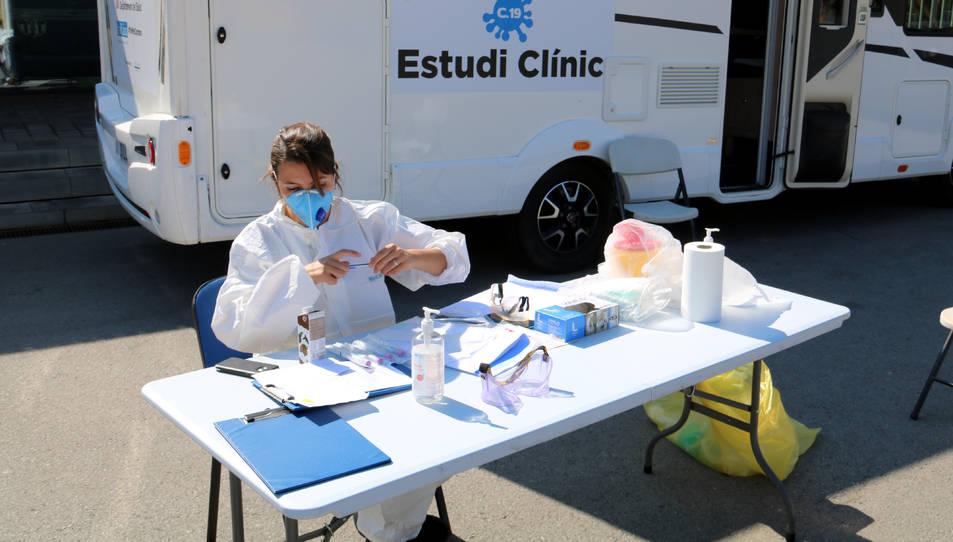 Punt d'atenció per a voluntaris de l'assaig clínic sobre la covid-19 liderat per Oriol Mitjà, al Camp Nou, Barcelona.