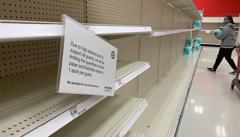 Estanteries buides a un supermercat a la localitat de Fremont, a Califòrnia.