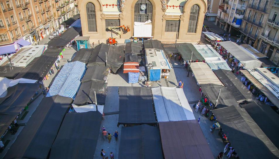 La instal·lació de la pèrgola tindrà en compte les terrasses de bars i les parades del mercadet.