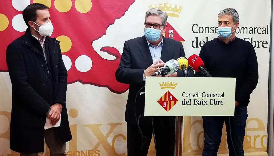 El president del Consell Comarcal del Baix Ebre, Xavier Faura, el conseller d'Hisenda, Jordi Gaseni, i el vicepresident segon, Jordi Jordan.