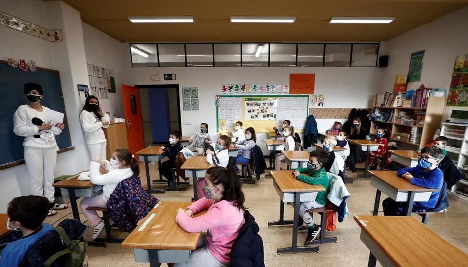 La iniciativa s'aplicarà a una vintena de centres educatius de secundària i equipaments cívics en els pròxims dos anys