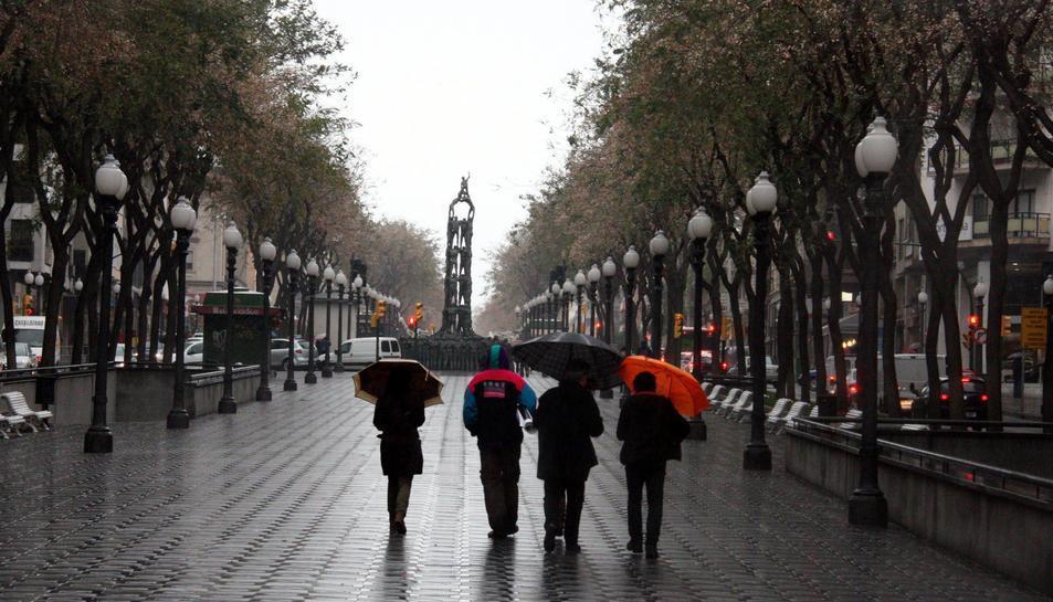 Imatge d'arxiu de la Rambla Nova de Tarragona un dia de pluja