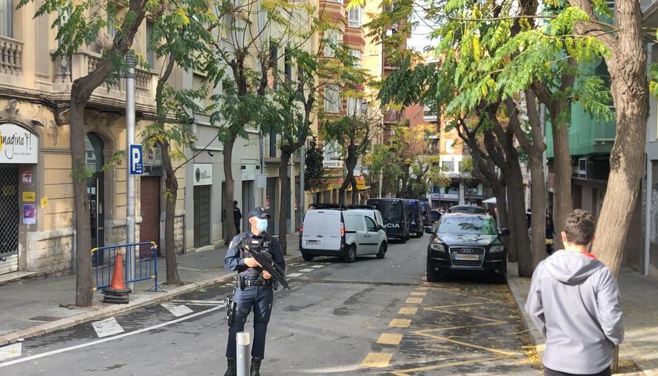 Imatge de l'operatiu policial al carrer Reding de Tarragona