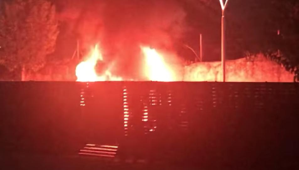 Imatge de les flames durant l'incendi.