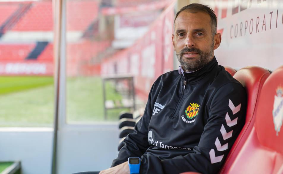 El segon entrenador del Nàstic, a la banqueta del Nou Estadi, durant l'entrevista realitzada amb 'Diari Més'.