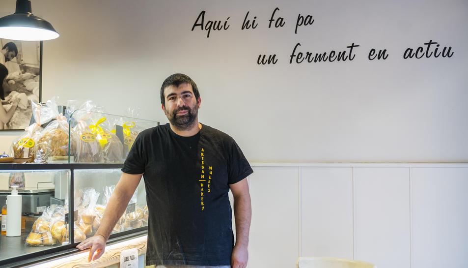 El vallenc Jordi Gasque al seu forn de pa de Nulles, aquest dimecres.