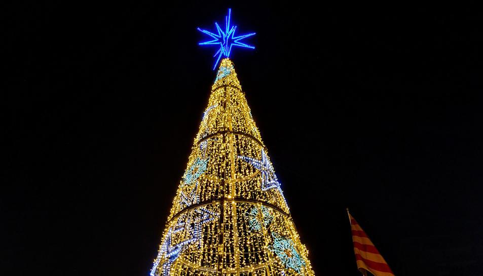 L'arbre de Nadal de la plaça Catalunya, en una imatge d'arxiu .