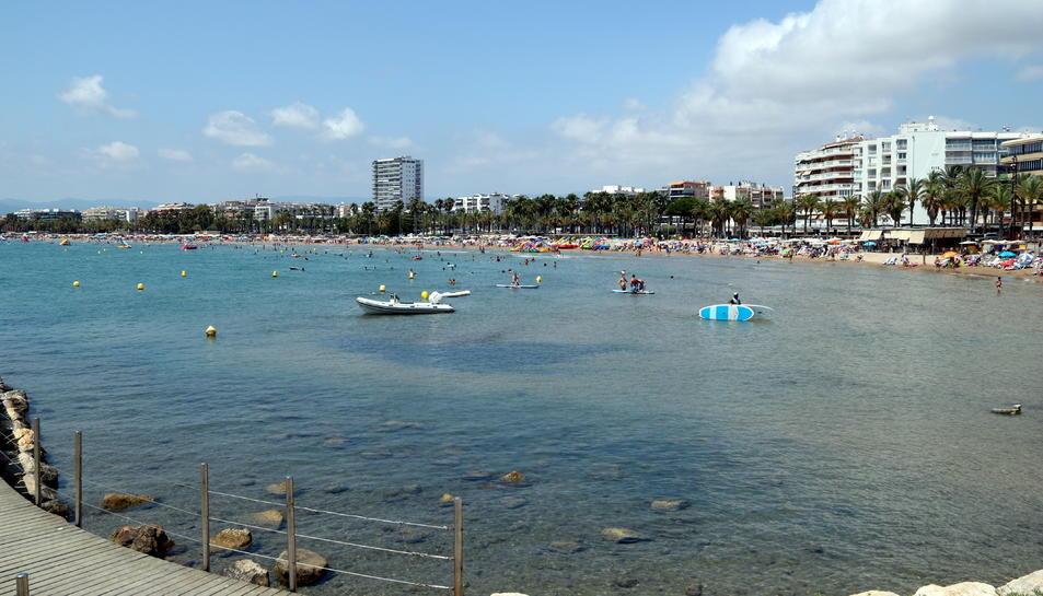 Pla general d'una de les platges de Salou.