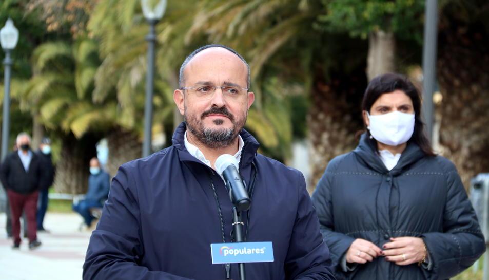 El president del PPC, Alejandro Fernández, en una visita al barri de Bonavista de Tarragona.