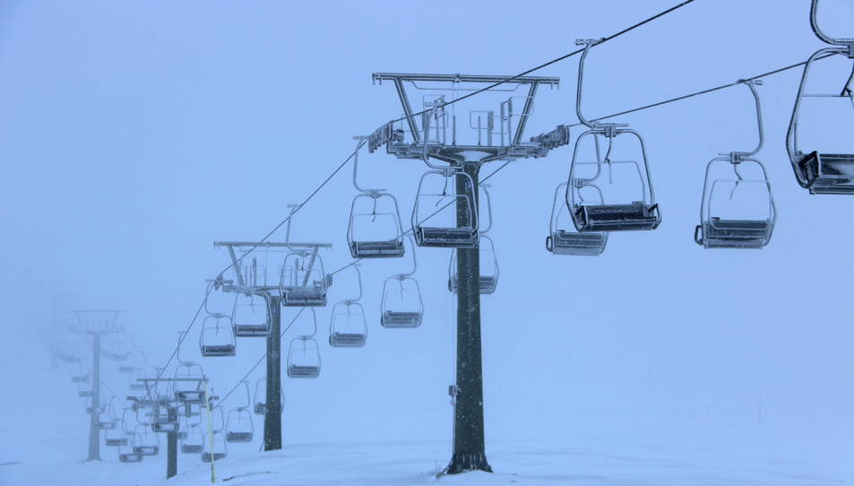 Pla de detall del telecadira de la zona de Bonaigua a l'estació d'esquí de Baqueira Beret