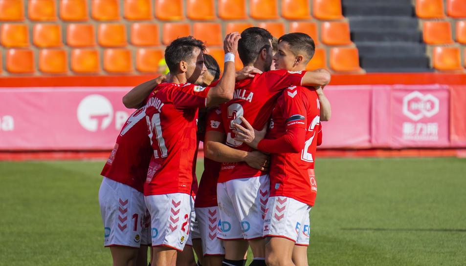 Els jugadors del Nàstic celebren un dels tres gols que van anotar aquest passat diumenge al Nou Estadi contra el Llagostera.
