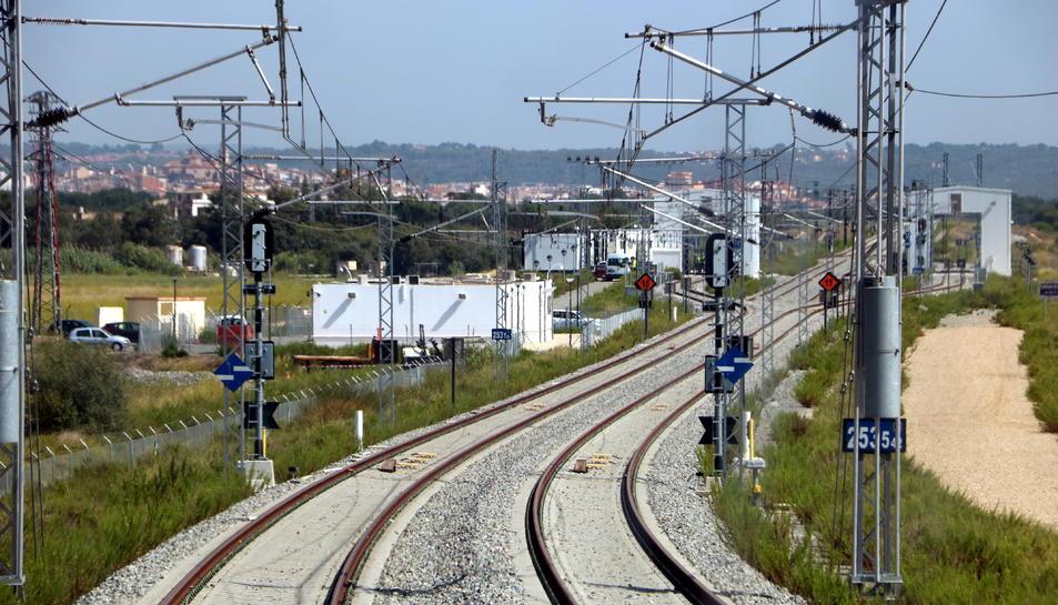 L'intercanviador d'ample ferroviari de la Boella, al Tarragonès, dins el projecte del corredor mediterrani, vist des de la cabina d'un tren.