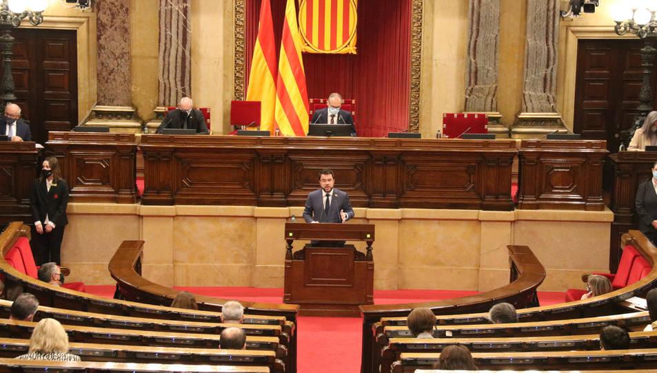 Pla general de l'hemicicle del Parlament amb el vicepresident del Govern amb funcions de president, Pere Aragonès, al centre