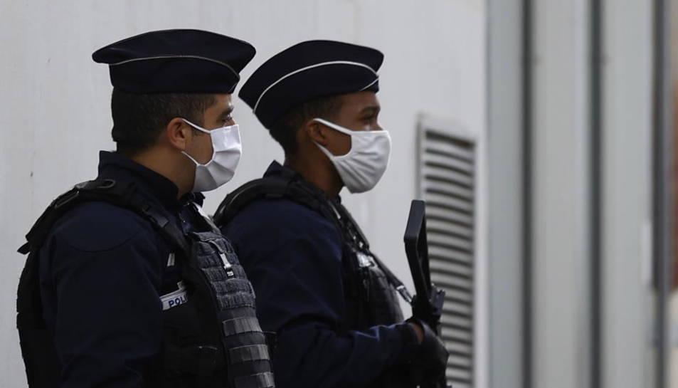 Foto de archivo de dos gendarmes. EFE