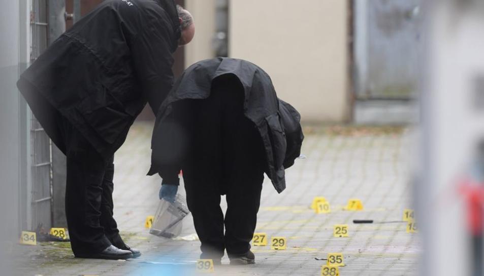La polícia treballant al lloc dels fets