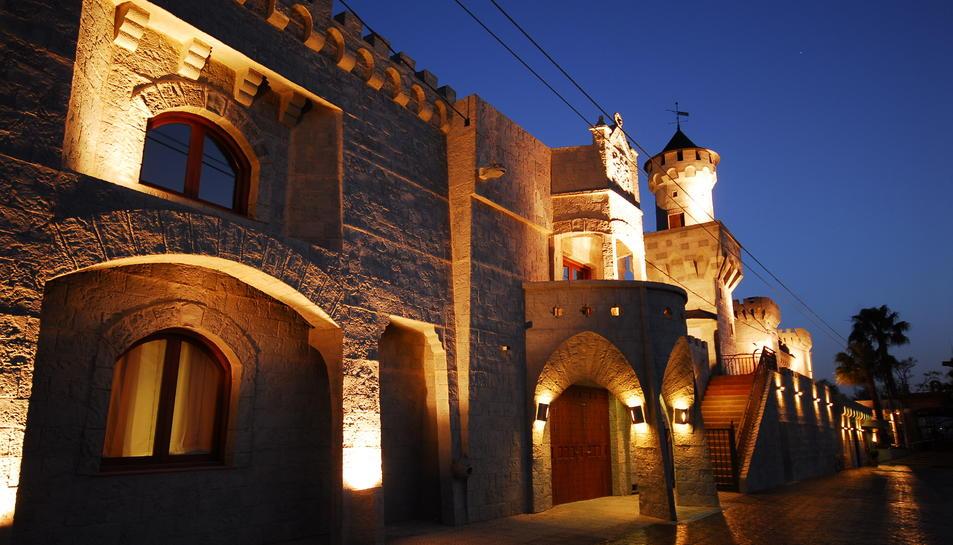 Imatge de l'actual façana de pedrea del restaurant El Álamo d'Alcover ubicat a la carretera de Montblanc.