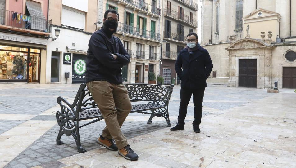 Mohamed Said Badaoui i Yasin Boulahtit, a la plaça del Castell.