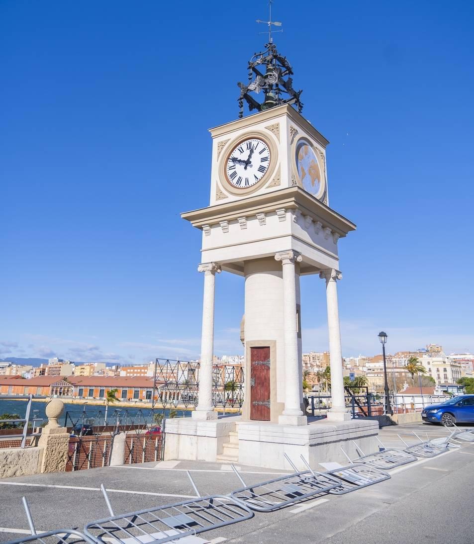 El rellotge del Port, recent restaurat, farà 100 anys el 2021.