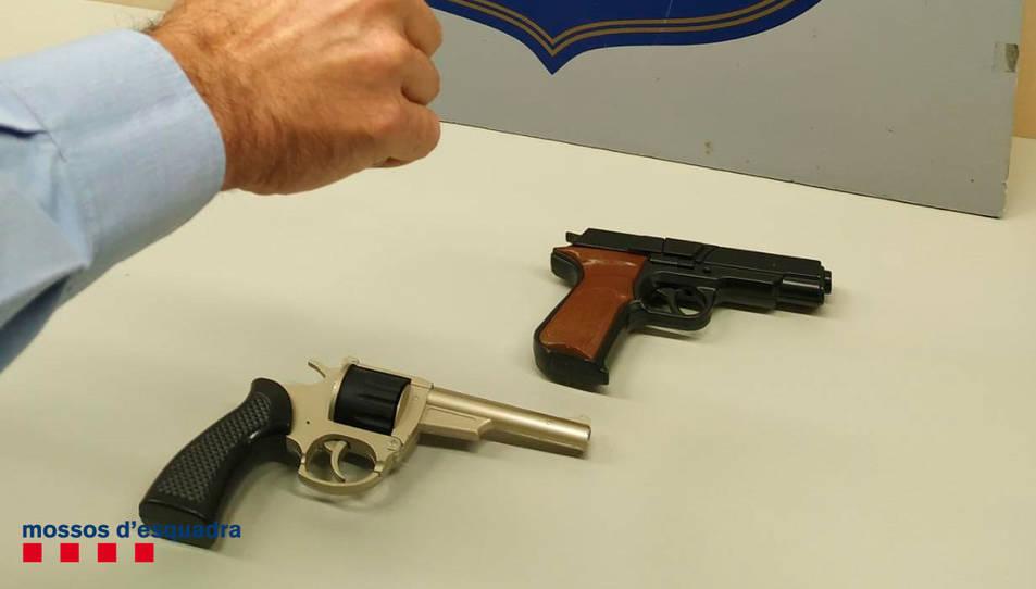 Imatge de les armes simulades.