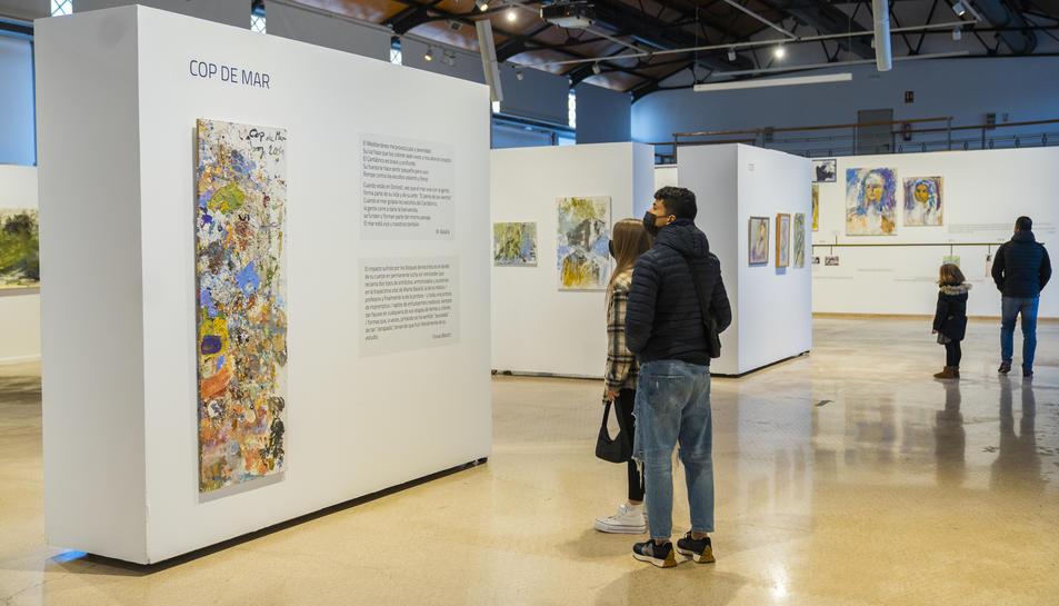 Visitants de l'exposició aquest dimarts.