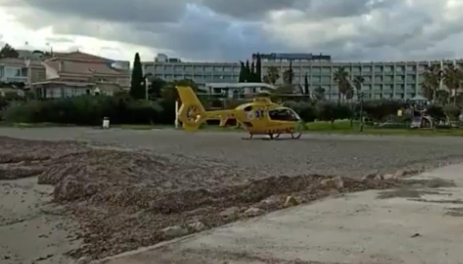 L'helicòpter del SEM a l'Ametlla de Mar.