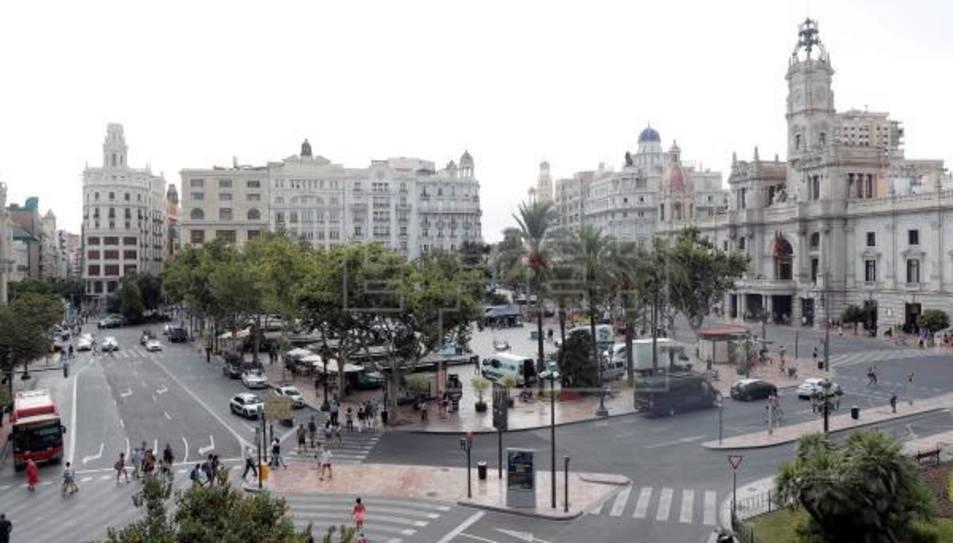 Vista general de la plaça de l'Ajuntament de València.