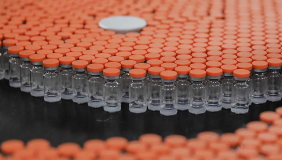 Vacunes en una planta d'envasament a Pequín, la Xina