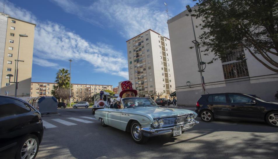 L'Home dels Nassos ha visitat els barris de la ciutat.
