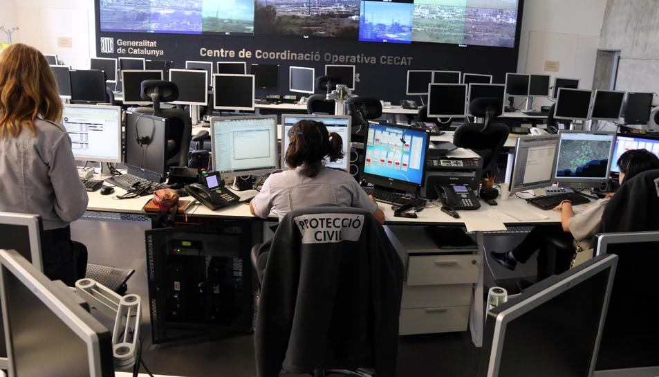 La sala del Centre de Coordinació Operativa de Catalunya CECAT de Protecció Civil, dins de l'edifici 112 a Reus, durant la prova de sirenes de risc químic.