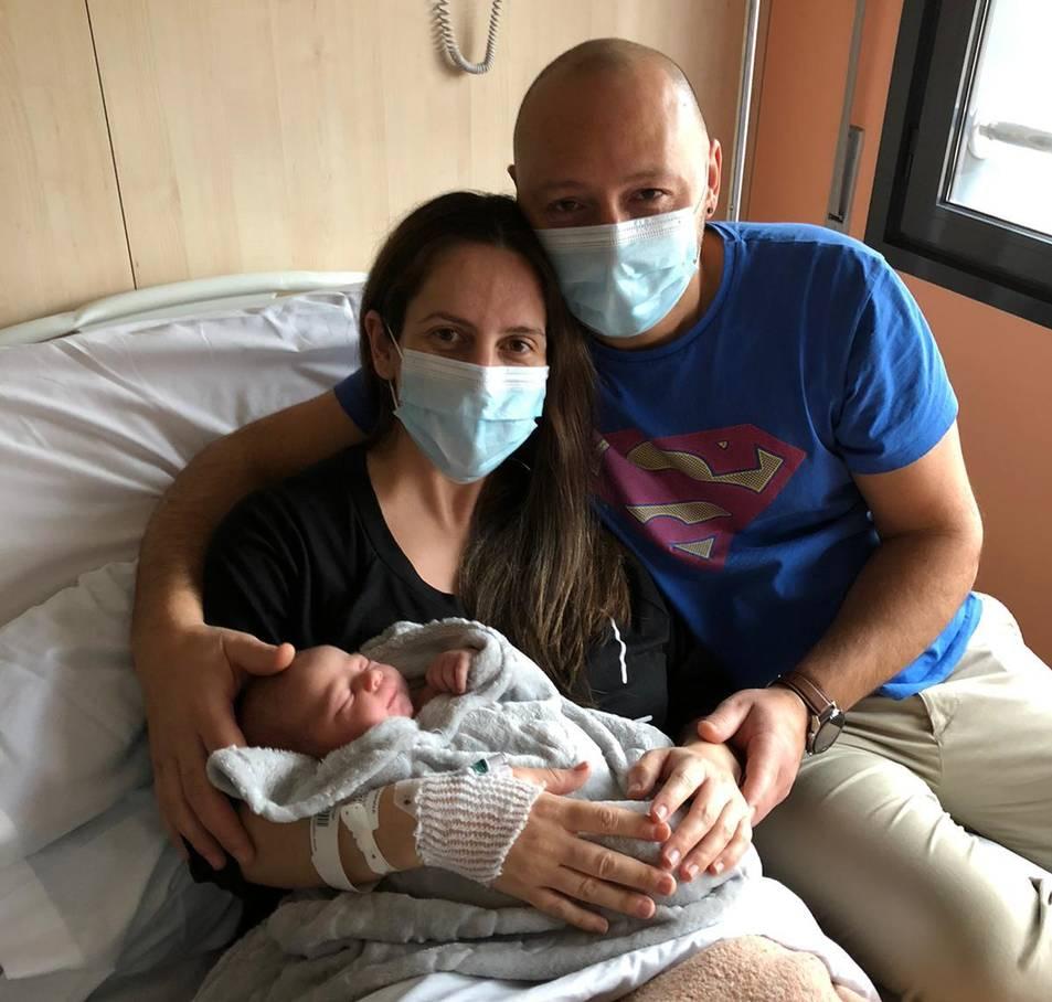El primer penedesenc, amb els seus pares.