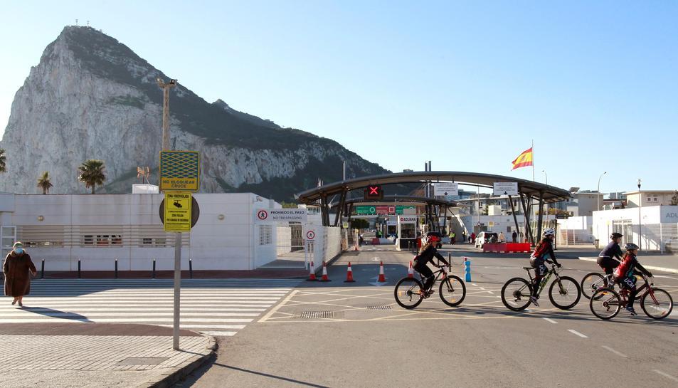 Els gibraltarenys només podran sortir de les seves cases per a treballar, fer compres essencials o passejar amb nens