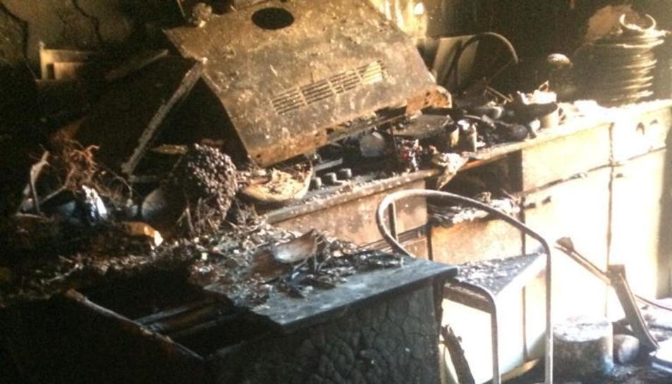 Els Bombers extingeixen un incendi a Reus que ha obligat a desallotjar nou veïns durant unes hores