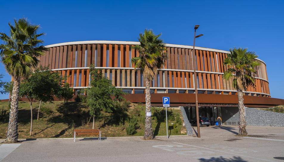 La façana del Palau d'Esports de l'Anella Mediterrània de Campclar.