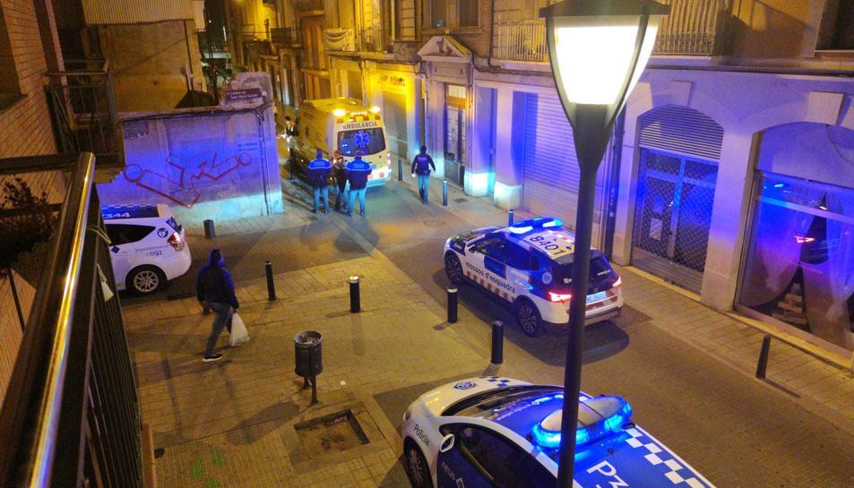 Les autoritats policials, durant la intervenció.