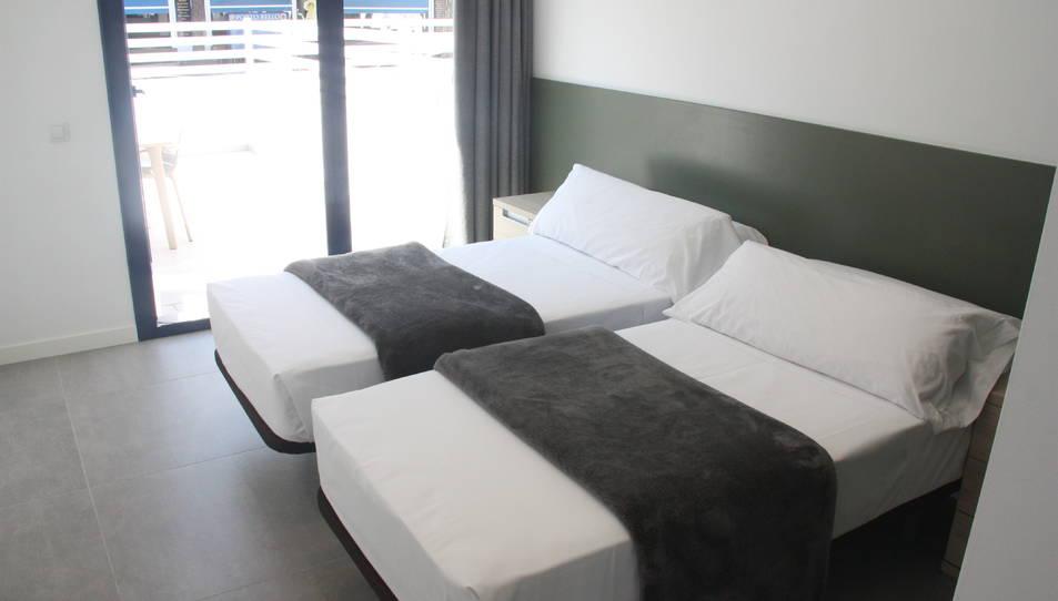 Una habitació d'uns apartaments turístics de Cambrils.