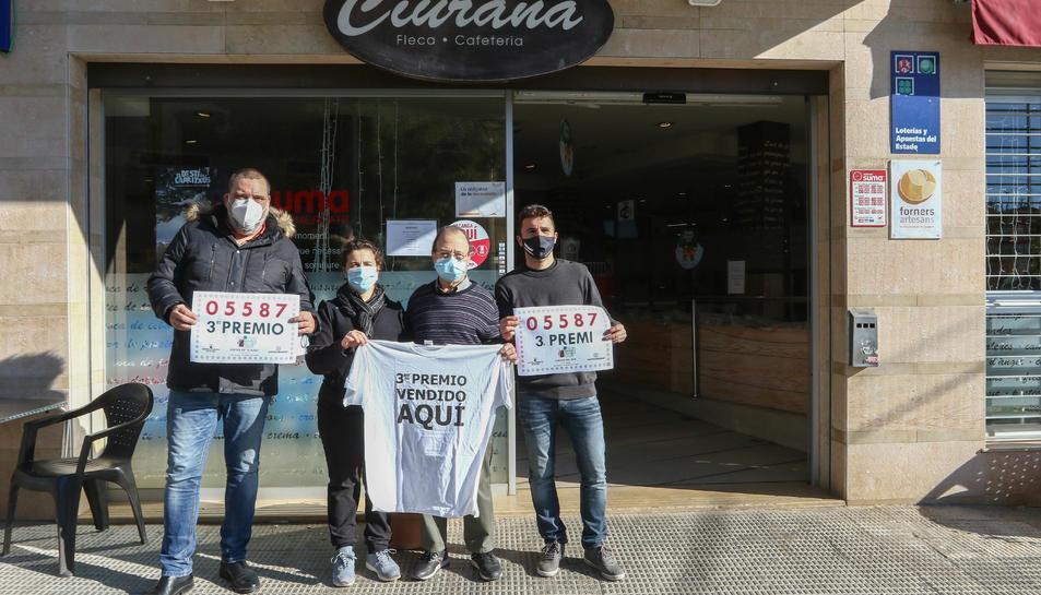Els propietaris del Forn Casa Ciurana, que comercialitza loteria des de fa un any i mig.