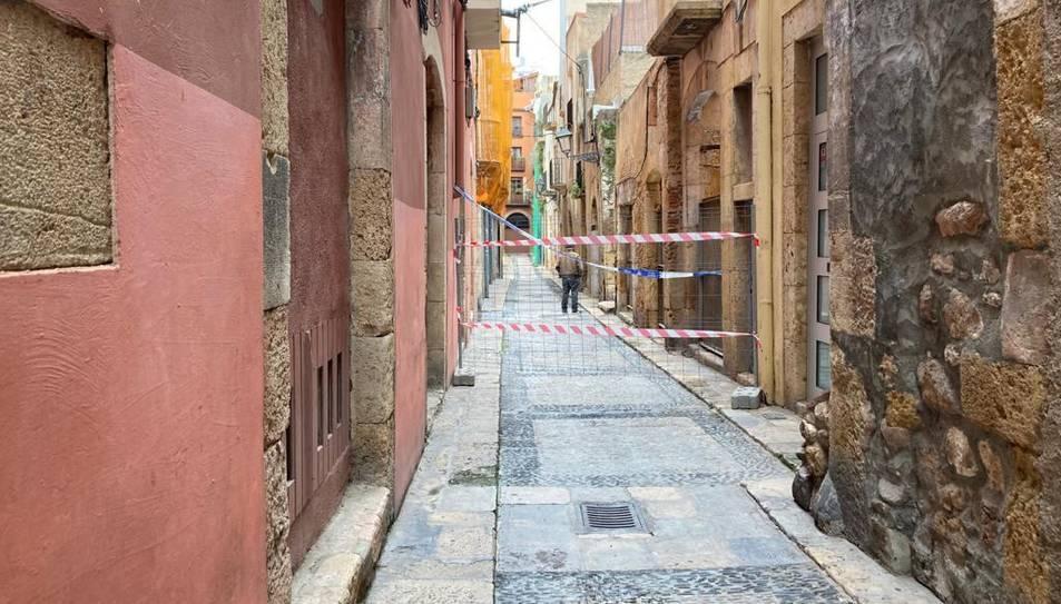 El carrer Civaderia es troba tallat degut a les obres d'enderrocament.